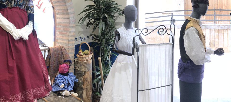 Indumentaria San Jorge, dos generaciones vistiendo al folclore